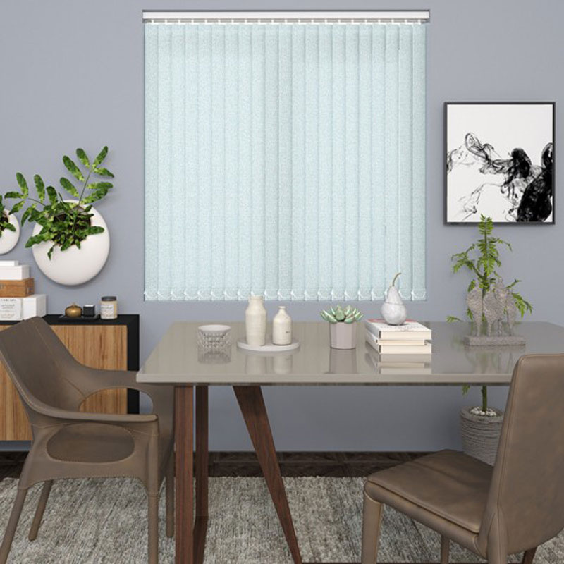 What are The kinds of blinds readily present? image